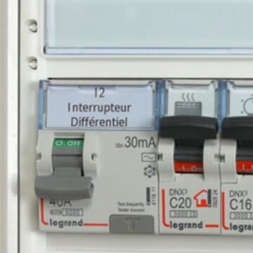 interrupteur ou disjoncteur diff rentiel quelles diff rences espace grand public legrand. Black Bedroom Furniture Sets. Home Design Ideas