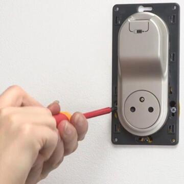 installer une double prise de courant chargeur usb dans un bureau mon. Black Bedroom Furniture Sets. Home Design Ideas