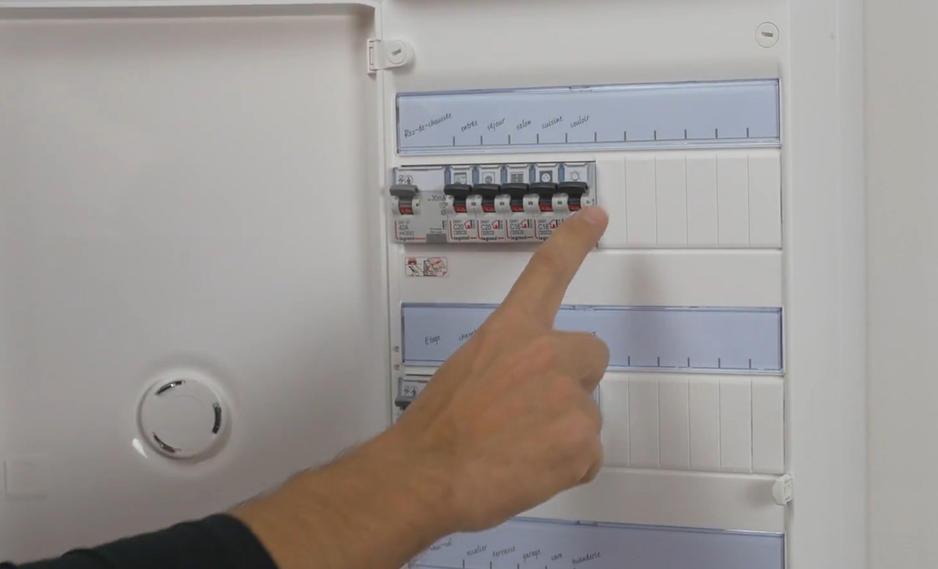Verification Disjoncteur Tableau Electrique 1155x700