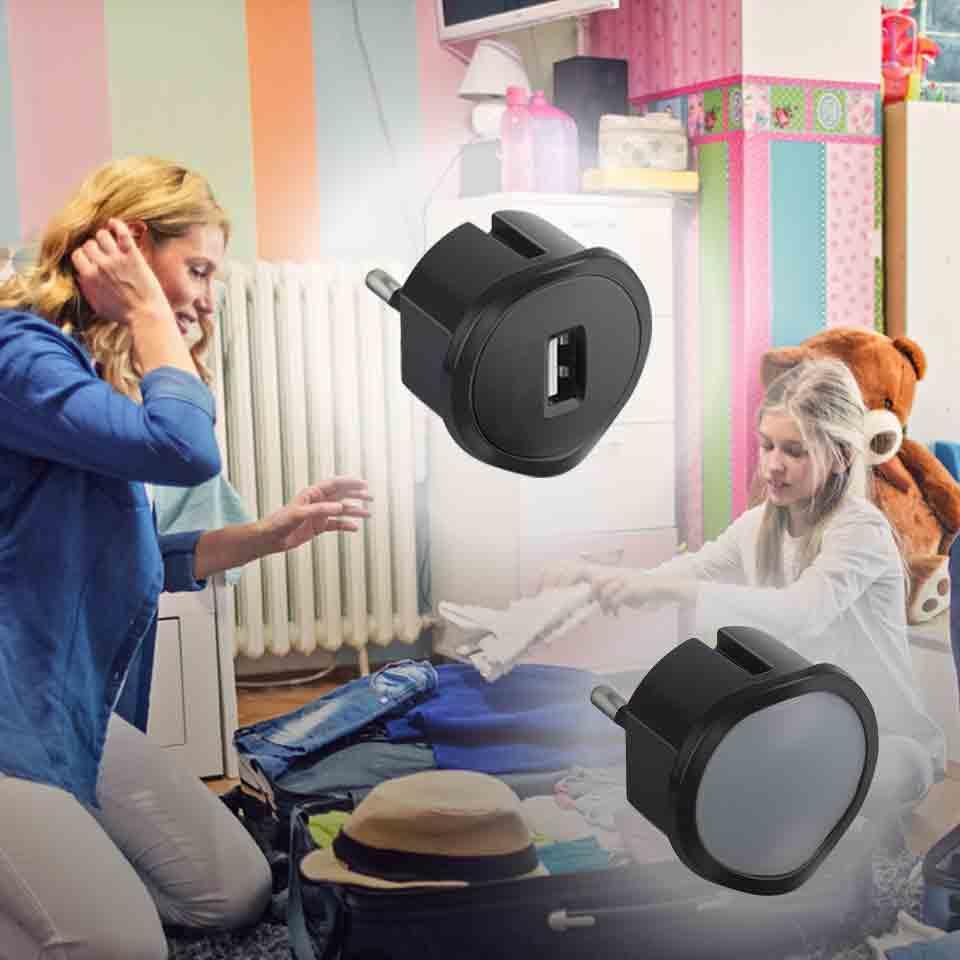 0d51d485702b6 Chargeur USB et veilleuse crépusculaire : à emporter partout avec ...