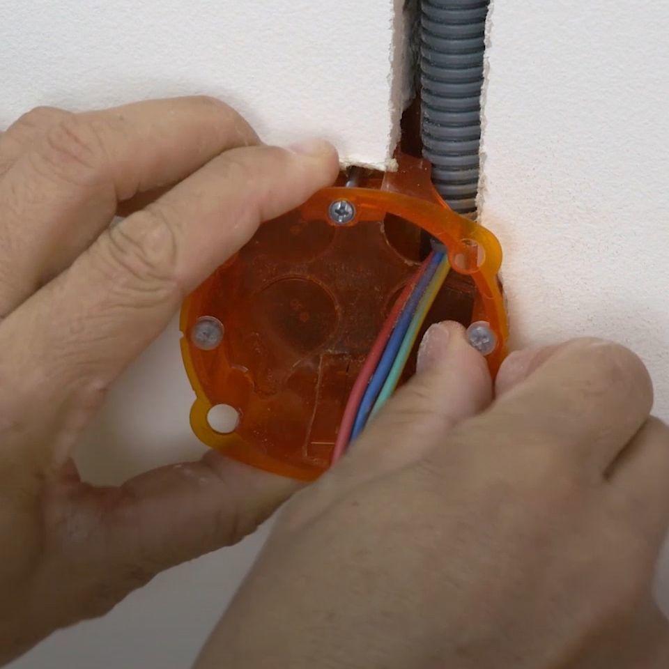 Diametre Scie Cloche Prise De Courant installer une boîte d'encastrement - espace grand public