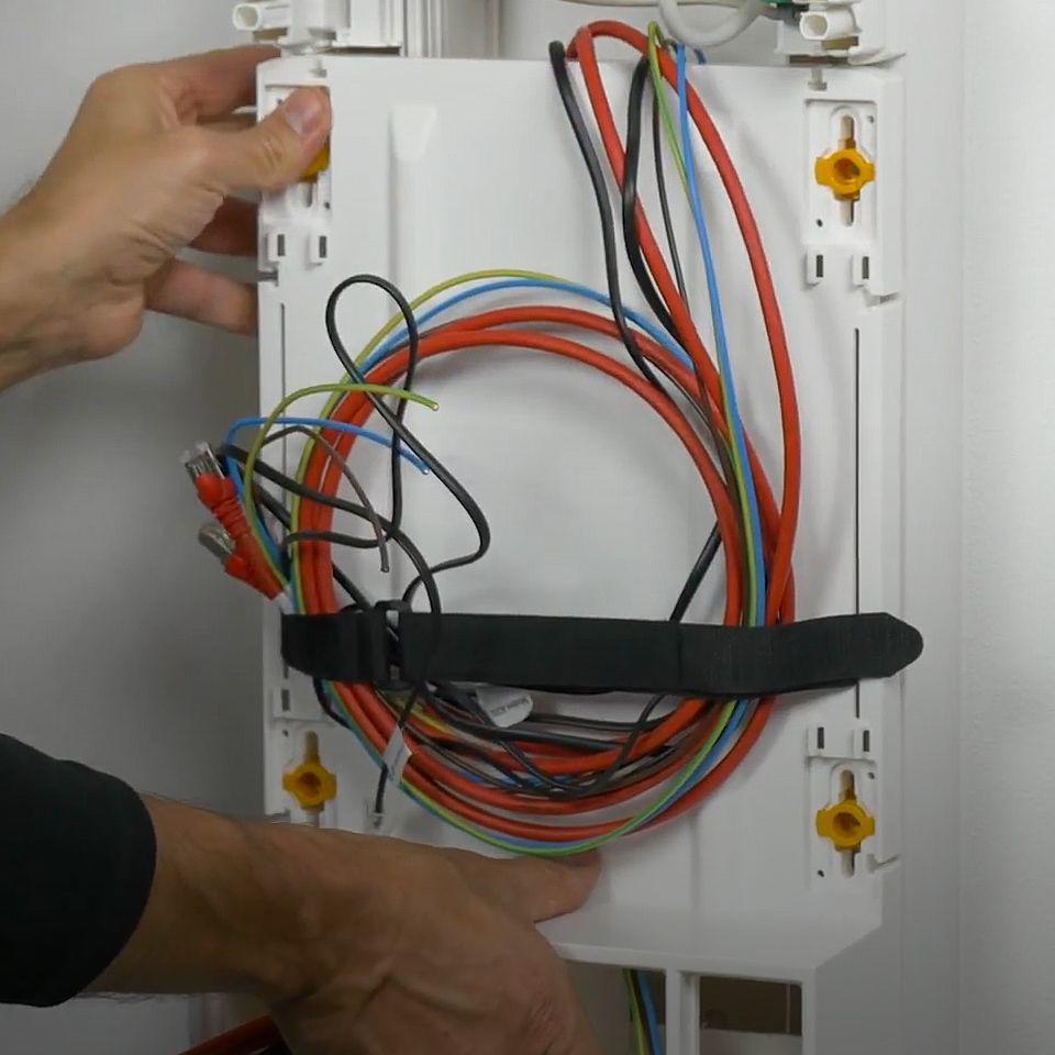 Armoire Pour Cacher Tableau Electrique installer un support de box pour le coffret de communication