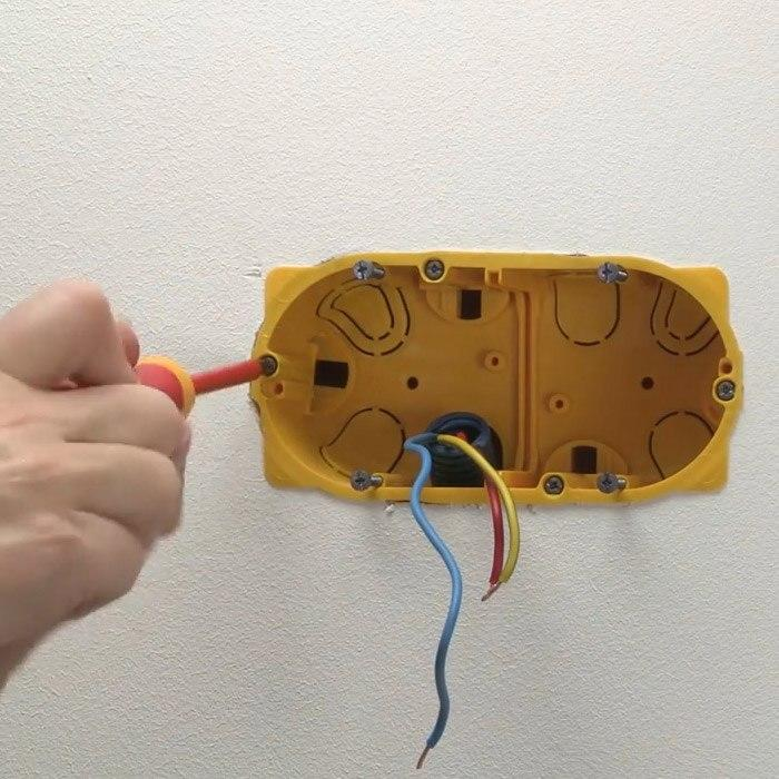 Ajouter des prises de courant espace grand public legrand for Ancienne prise de courant