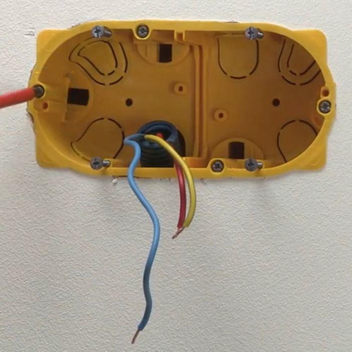 Comment Ajouter Une Prise Electrique Sur Une Cloison En Placo
