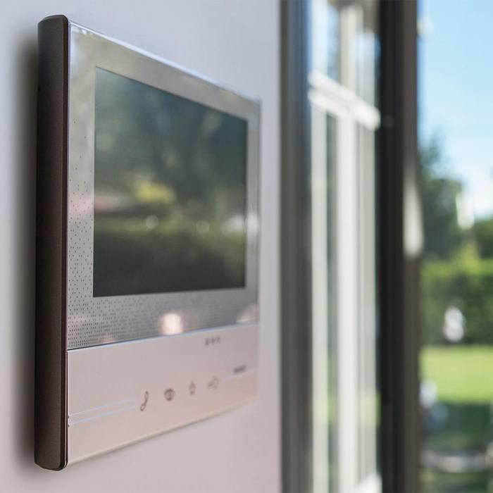 Bticino prises interrupteurs portier domotique des solutions pour le r sidentiel espace - Portier video connecte ...