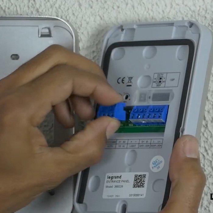 Portier retrait bornier x with interphone sans fil legrand - Portier video sans fil legrand ...