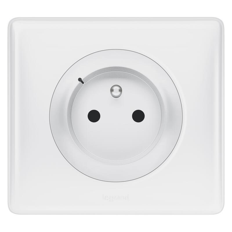 Prise de courant connectée Céliane with Netatmo 16A 3680W connexion par bornes automatiques - blanc