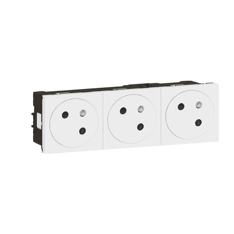 Triple prise de courant Surface Mosaic Link inclinée à 45° précâblée - blanc