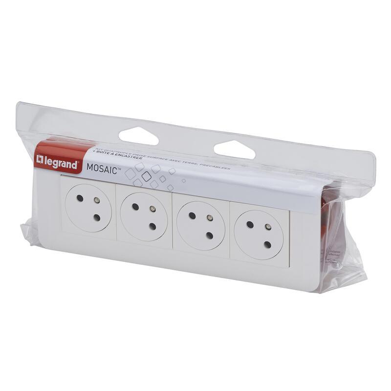 Quadruple prise de courant Surface Mosaic Link inclinée à 45° précâblée avec plaque + boite à encastrer - blanc