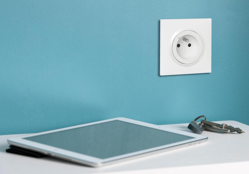 Prise de courant 16A pour installation connectée dooxie with Netatmo avec plaque blanche