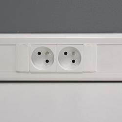 installer une prise de courant et une prise rj45 multim dia sur une moulure lectrique espace. Black Bedroom Furniture Sets. Home Design Ideas
